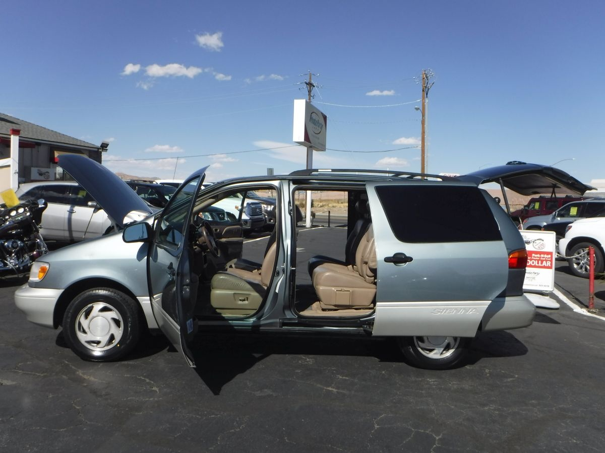 2000 toyota sienna xle minivan for sale by owner at private party cars where buyer meets seller. Black Bedroom Furniture Sets. Home Design Ideas