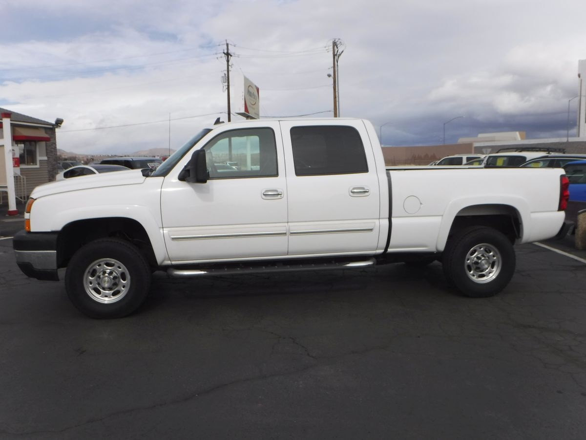 2006 chevrolet silverado 2500 hd crew cab ls 6 1 2 ft for sale by owner at private party cars. Black Bedroom Furniture Sets. Home Design Ideas